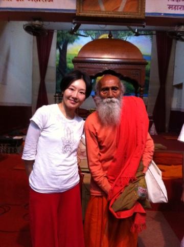 104歳のヨガの先生と。印度。リシケシ